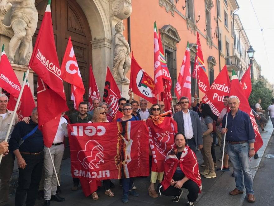 """Cgil, protesta contro il ritorno dei voucher: """"Il Governo inganna i lavoratori"""""""