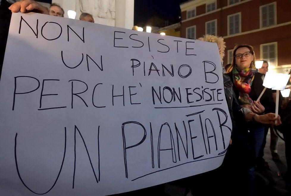 """Clima, fiaccolata a Parma """"In difesa del futuro"""""""