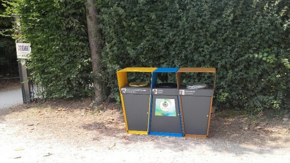 Rifiuti a Parma, non solo bidoni interrati: arrivano anche nuovi cestini nei parchi