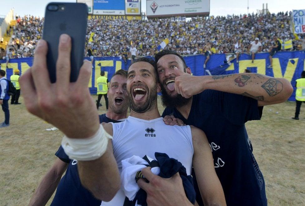 Parma in serie B: la festa dei giocatori in campo - Foto