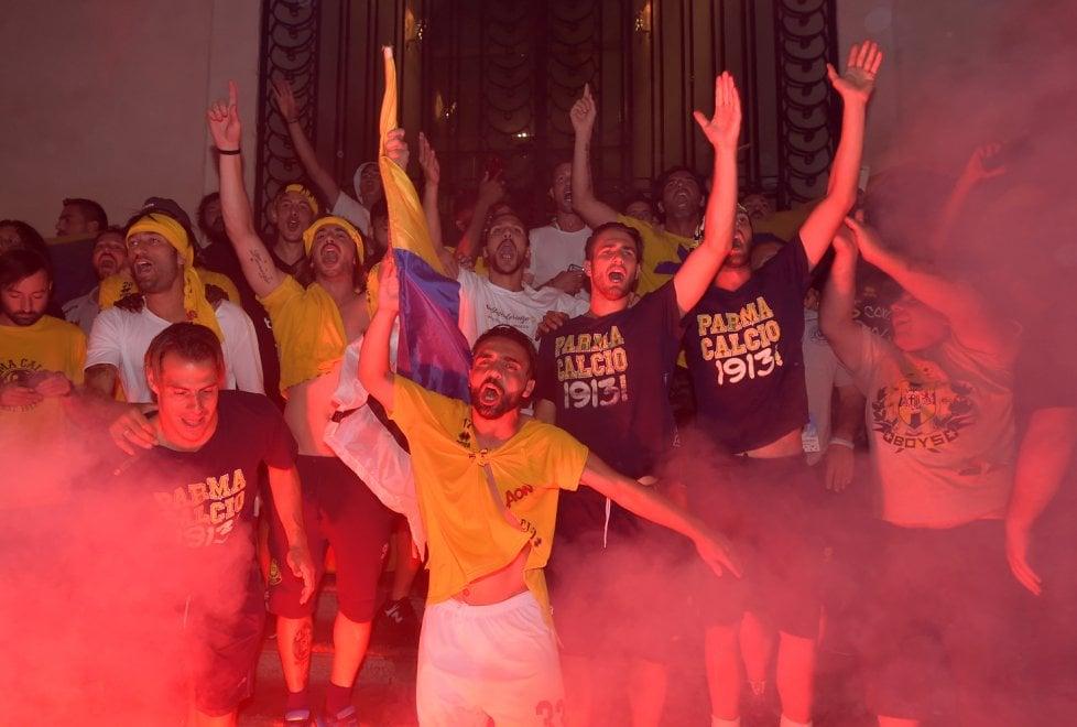 Parma promosso in B: notte di festa in città