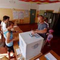 """Parma, ex candidato 5s: """"Non votate Pizzarotti"""" ma Grillo lo smentisce"""
