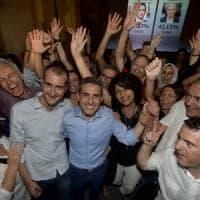 Pizzarotti rieletto trionfa su Scarpa e Grillo:
