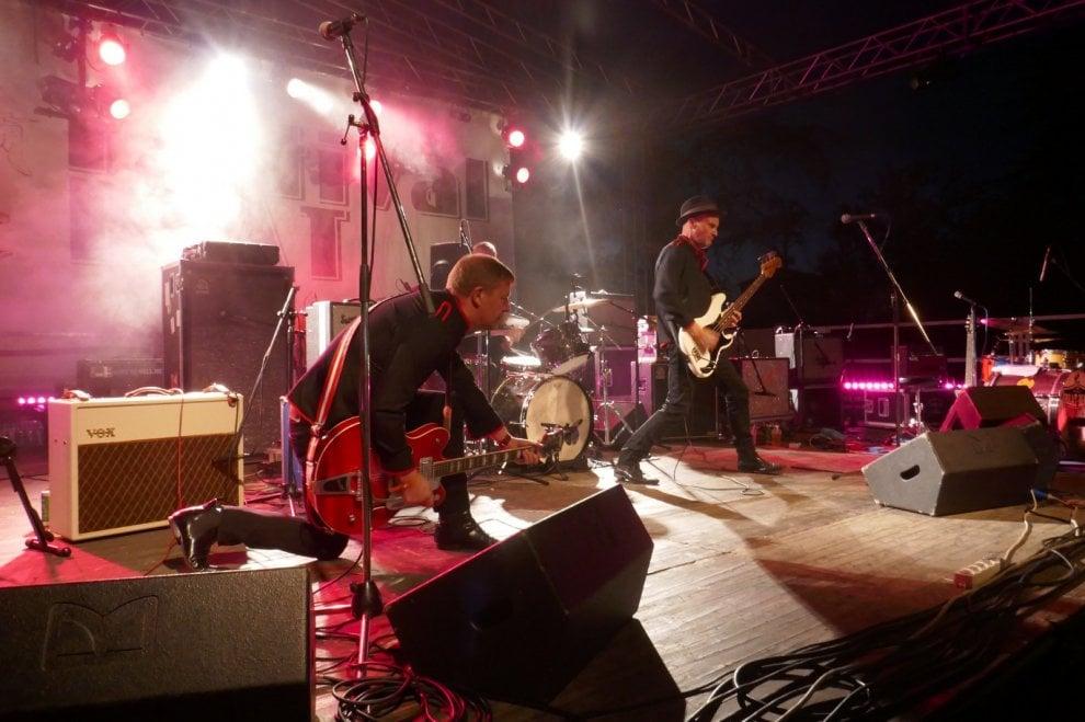 Salsomaggiore sul palco del festival beat il meglio del for Foto staccate del garage
