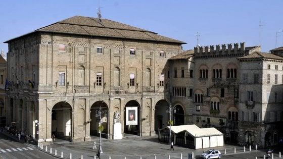 Comune Parma, sospeso il provvedimento del dg Giorgi sulle progressioni economiche