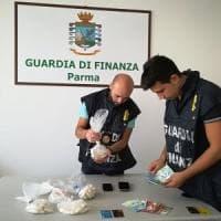 Stazione di Parma, fermato corriere con più cento ovuli di cocaina nell'intestino
