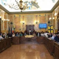 Consiglio comunale, il giuramento del sindaco Pizzarotti. Tassi Carboni