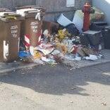 Raccolta rifiuti, protesta: inciviltà o negligenza operatori?