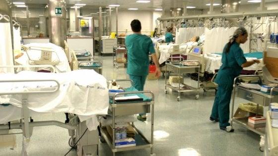 "Sanità, microchip nei camici in ospedale: ""Ci sentiamo spiati"""