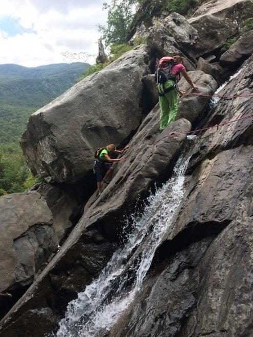 Bagni nelle cascate della Parmetta