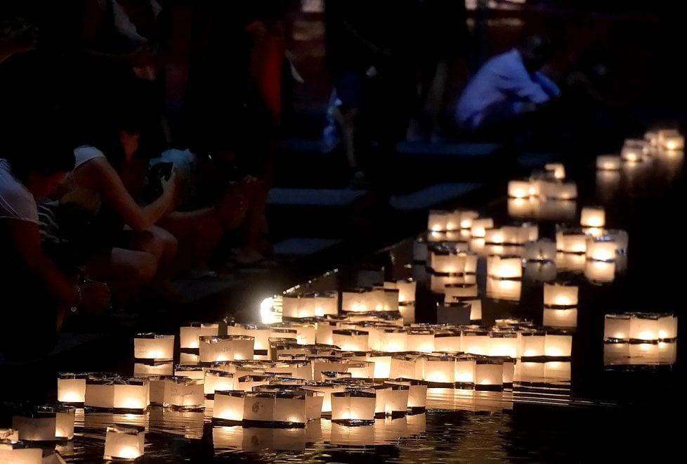 Toro Nagashi, a Parma la cerimionia delle lanterne sull'acqua