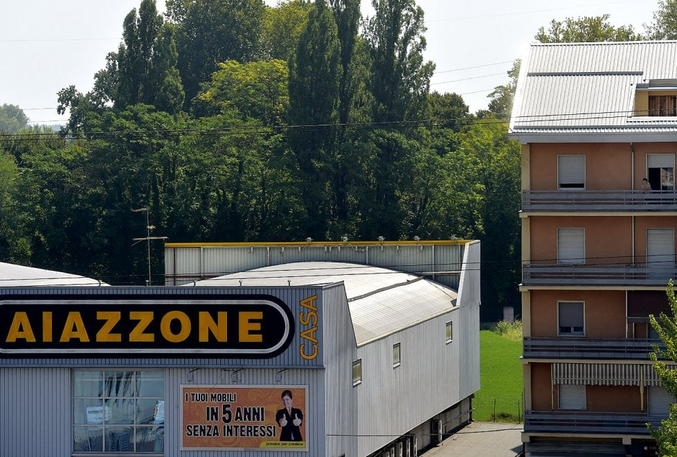 Parma la desolazione dell 39 ex mobilificio aiazzone foto - Mobilificio l economica ...