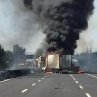 Parma, camion in fiamme sull'A1