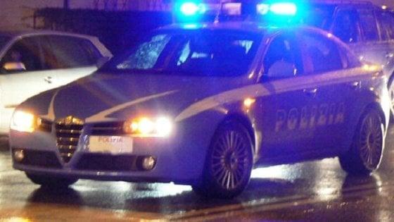 Piacenza, fugge all'alt della polizia ma finisce fuori strada: arrestato parmigiano