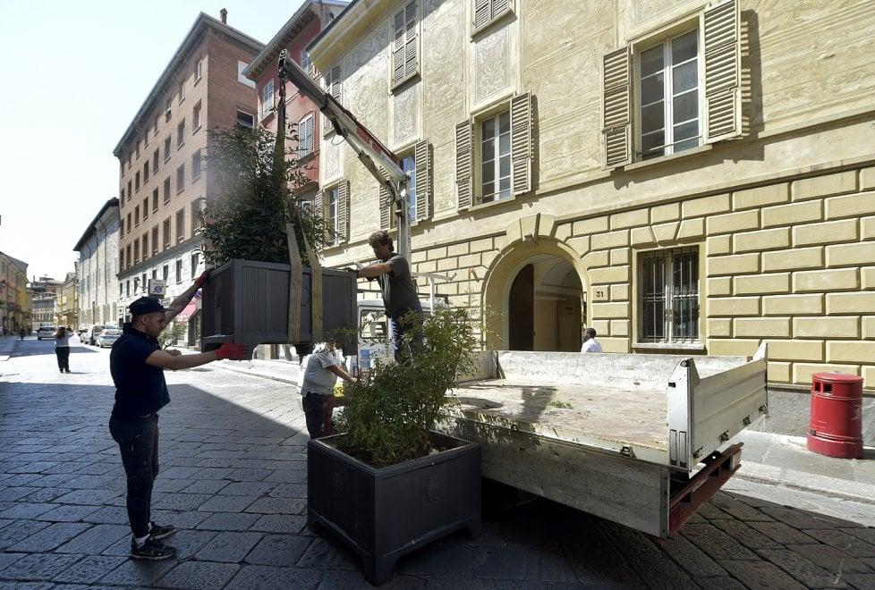 Terrorismo, a Parma posate barriere di fiori in centro