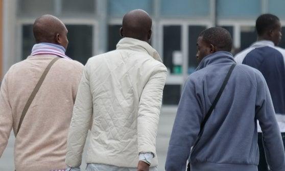 """Parma, i sindaci della Lega: """"Multe a chi ospita migranti senza avvisarci"""""""