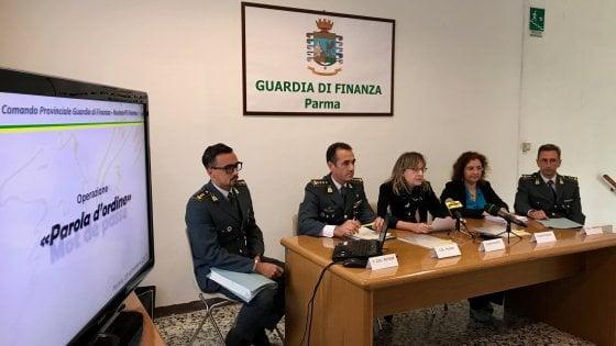 Parma, usavano associazione anti-usura per portare soldi all'estero e non pagare le tasse: 8 arresti