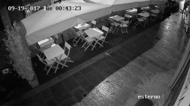 """Rapinati i dipendenti dell'Orfeo Il titolare: """"Siamo assediati"""" -   Video"""