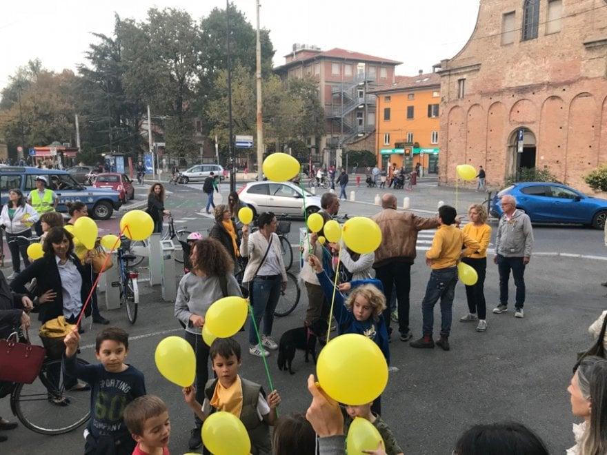 """Oltretorrente, cittadini in strada contro lo spaccio: """"Riprendiamoci il quartiere"""""""