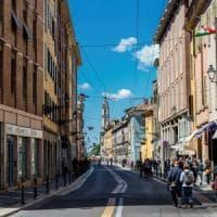 Parma, cerca di vendere droga ai carabinieri: studente in manette