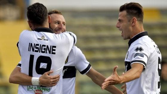 Il Parma batte l'Avellino, fa tris e vede la vetta della classifica