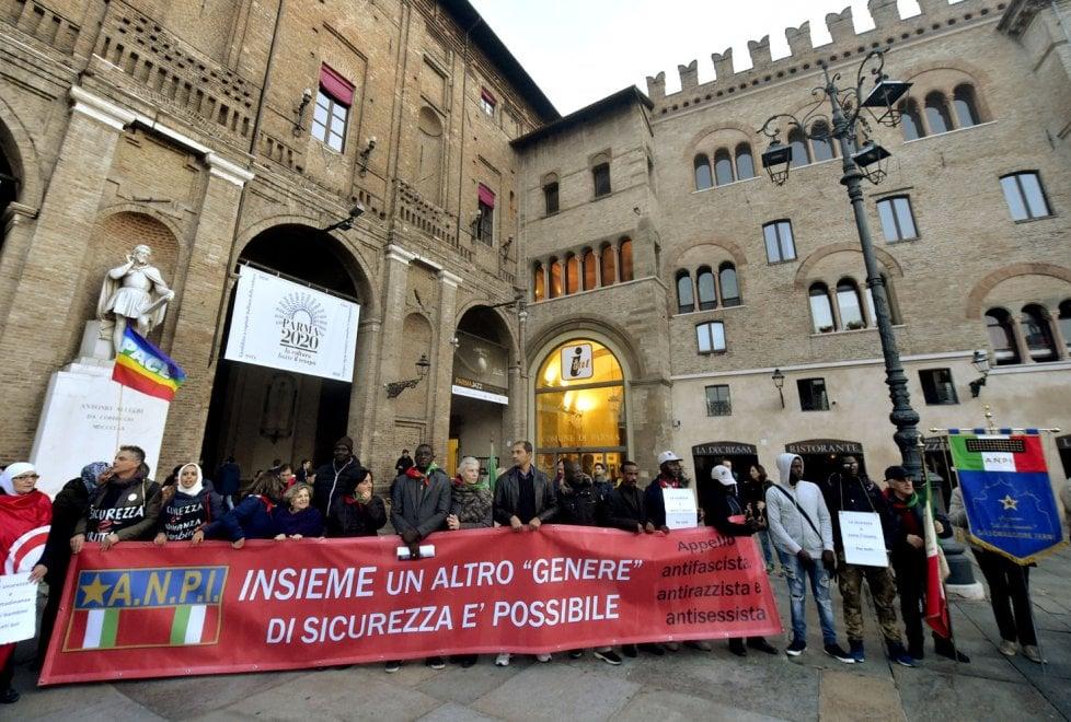 """""""No al razzismo sì ai diritti"""": centinaia in corteo con l'Anpi - Foto"""