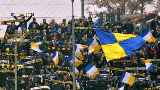 Assalto ai tifosi del Parma sulla A22: identificati supporter reggiani