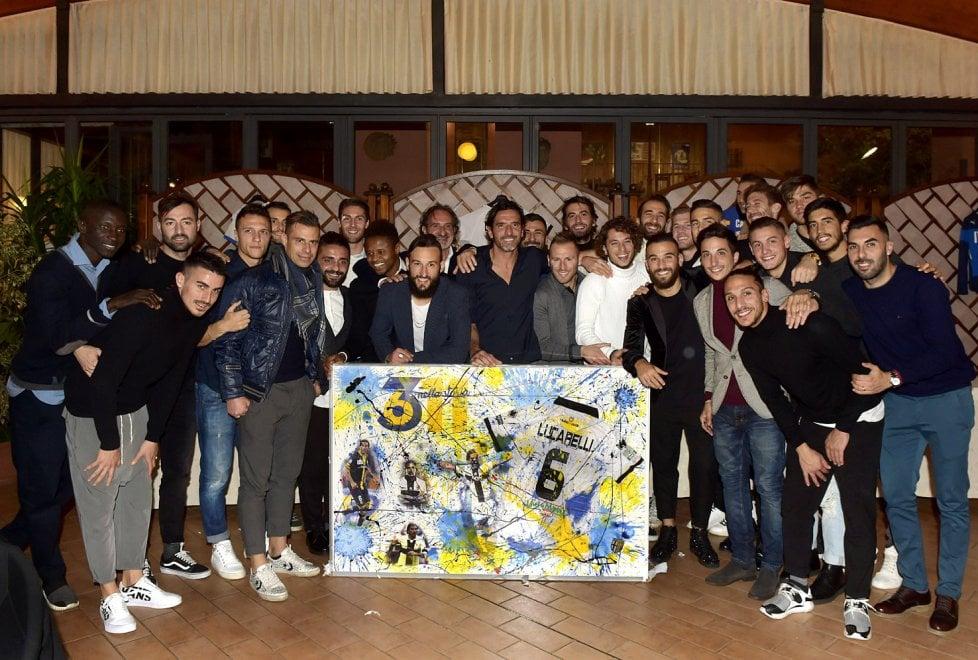 Parma, festa a sorpresa per capitan Lucarelli - Foto