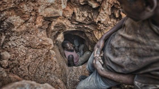 Le foto del parmigiano Zani nel documentario sulla Nokia