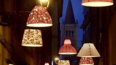 Luci di Natale illuminano la piccola capitale