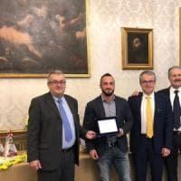 Montechiarugolo, premiata l'azienda che produce Parmigiano e aiuta le api