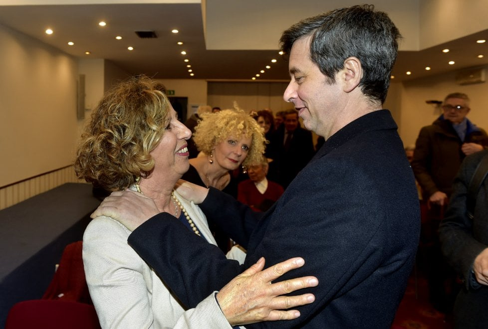 Elezioni, Orlando a Parma: l'abbraccio con l'esclusa Maestri