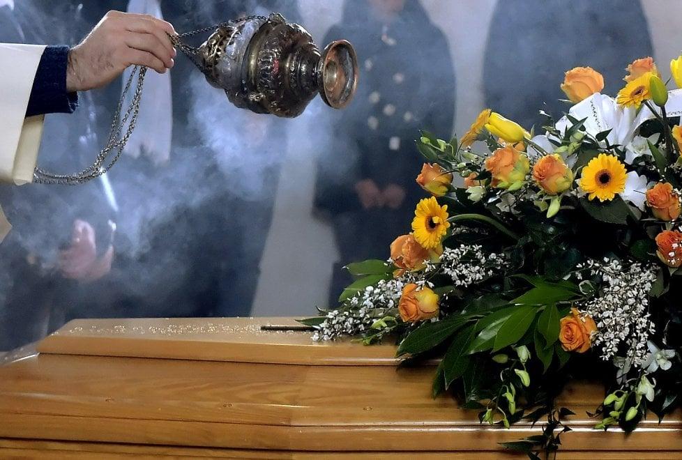 Familiari, amici e dipendenti: folla commossa ai funerali di Giuseppe Rodolfi - Foto