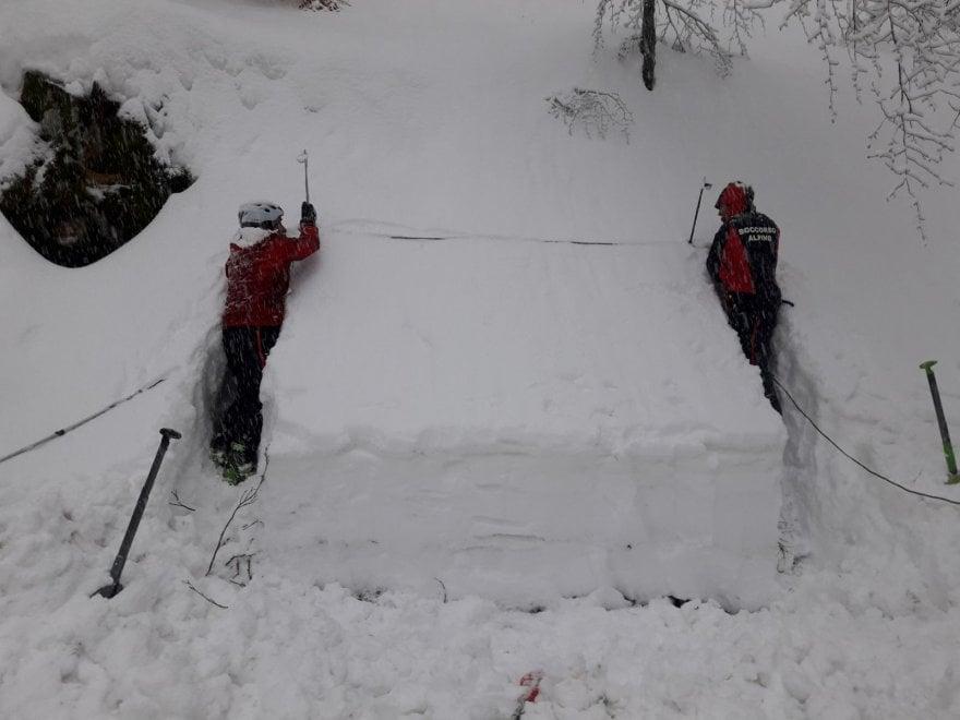 Appennino Parmense: un muro di neve Soccorso alpino al lavoro  - Foto