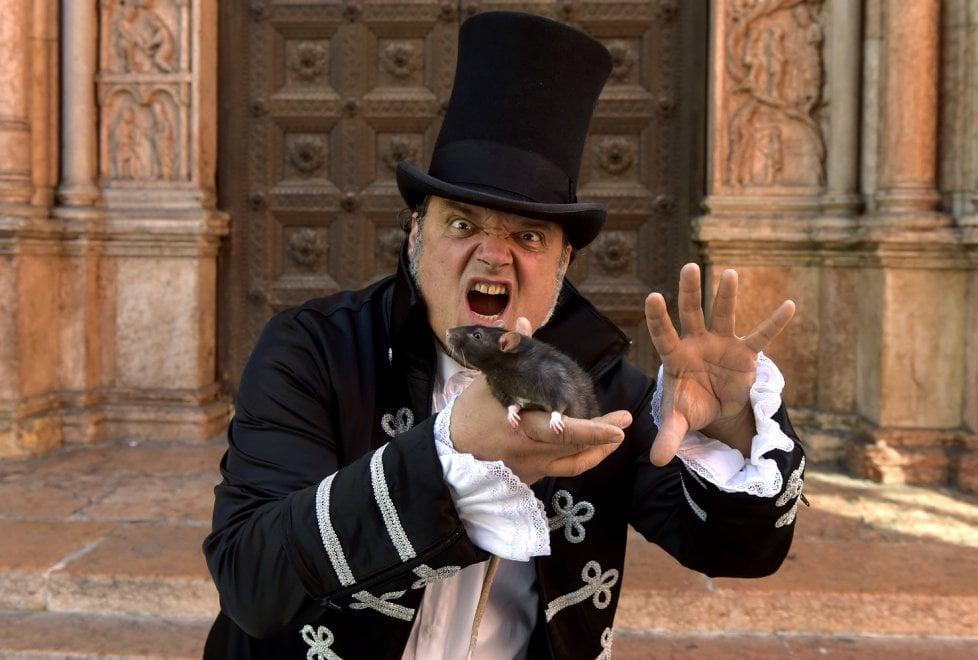 Parma, maghi e illusionisti incantano grandi e piccoli - Foto