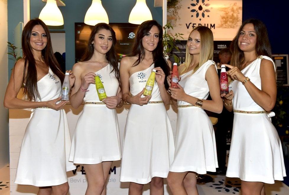 Cibus, davanti alle quinte: i volti delle hostess - Foto
