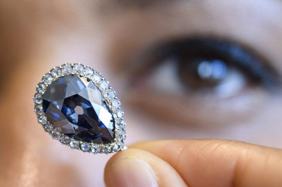 Blu Farnese, all'asta il super gioiello donato a Elisabetta a Parma - Foto