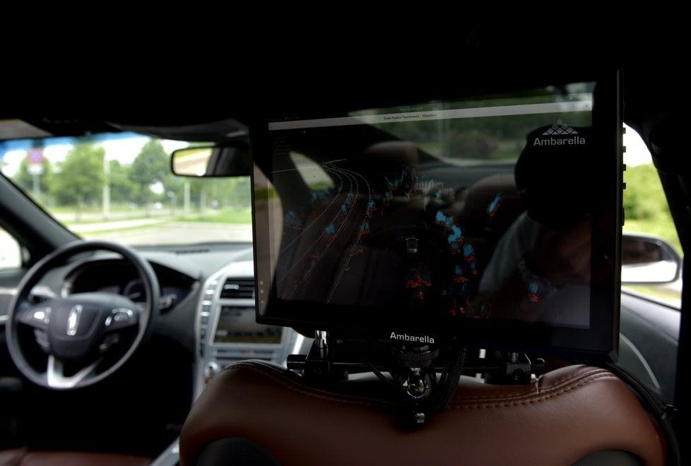 Auto senza conducente: VisLab presenta Eva - Foto
