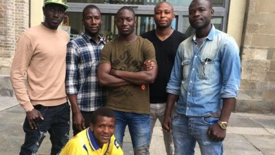 """Migranti-vigili, Lega: """"Verificare i requisiti"""". E loro: """"Felici di aiutare Parma"""""""