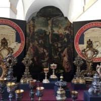 Sacerdote ruba oggetti sacri da parrocchie: denunciato