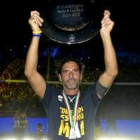Parma, l'abbraccio del Tardini ai giocatori dell'impresa - Foto