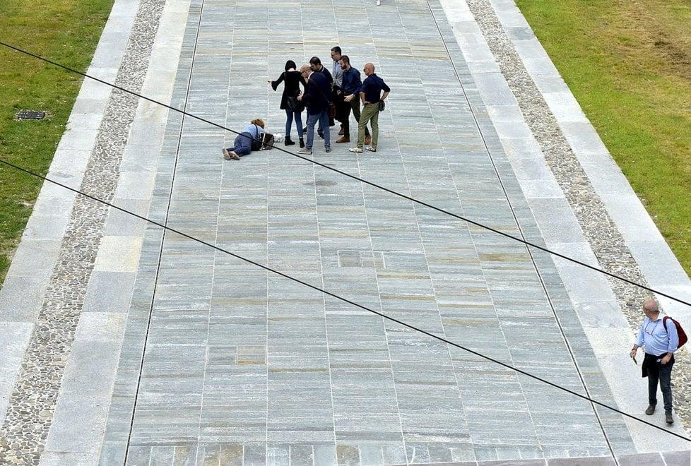 Piazza della Pace: inaugurazione con caduta a Parma