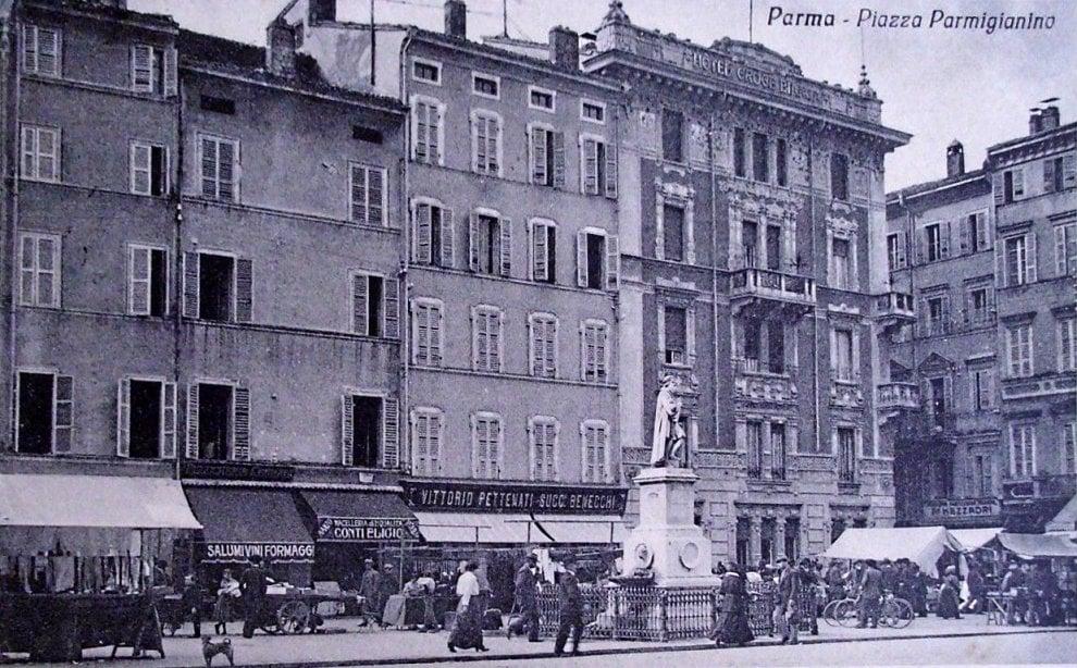 """Parma """"sparita"""", dalla Ghiaia ai bagni pubblici: cartoline di una volta - Foto"""