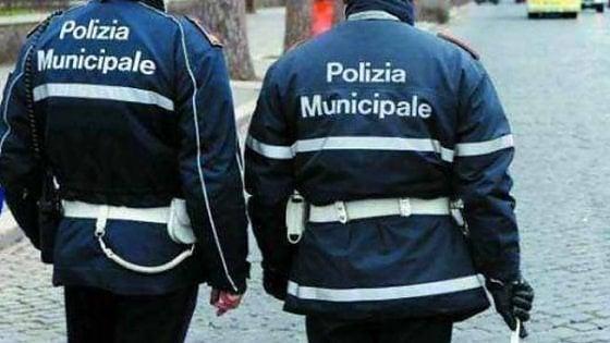 Reggio Emilia, sacerdote inseguito dai vigili: alla guida con patente falsa