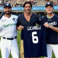 Baseball, capitan Lucarelli dà il via al derby d'Italia -  Foto
