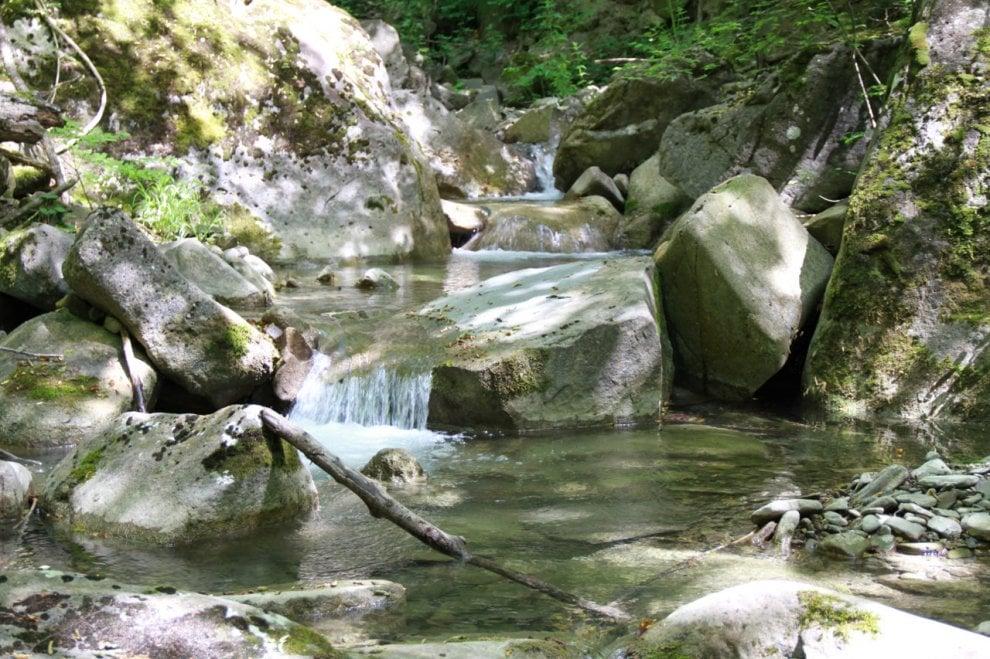 Parma, a Val Vona l'appennino segreto fra cascate e ruderi - Foto
