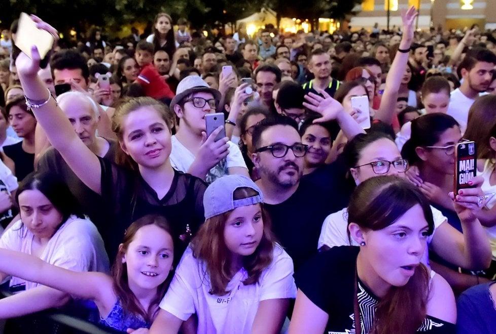 Musica, teenager in delirio a Parma per Annalisa - Foto