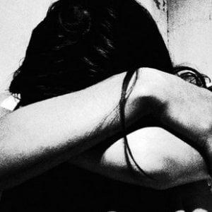 Parma, fugge dalla famiglia che le vieta il fidanzamento: padre arrestato per maltrattamenti