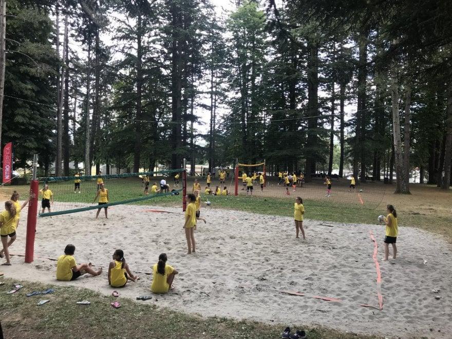 Sport, Bedonia fa centro: successo del camp di volley con Maurizia Cacciatori