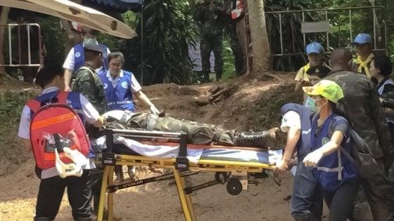 Thailandia, dentro la grotta Tham Luang: salvi 5 ragazzin
